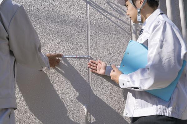 外壁塗装工事を行うための注意点 外壁点検のイメージ