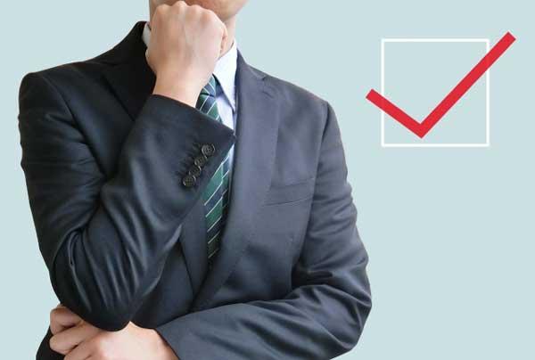 フルローンを利用する際の注意点 悩むビジネスウーマン